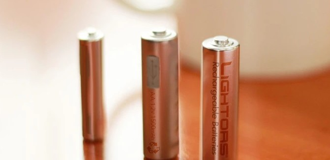 Lightors: Micro-USB rechargeable battery promises 500 times of reuse